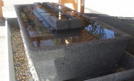 手水石 一つの原石から削り出した3.5Mの特大サイズ