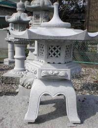 雪見灯篭(六角雪見灯篭)