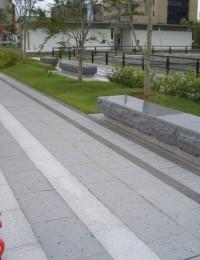 ベンチ・舗石 富山市遊歩道