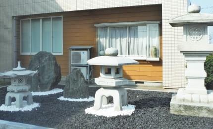 庭灯篭・伊予石
